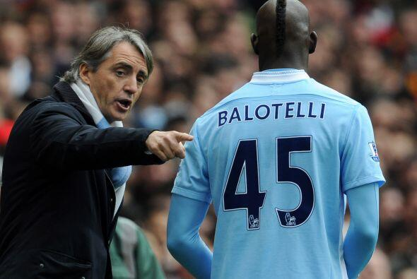 Mancini Vs. Balotelli.Mancini no sólo tuvo problemas con Tévez también e...
