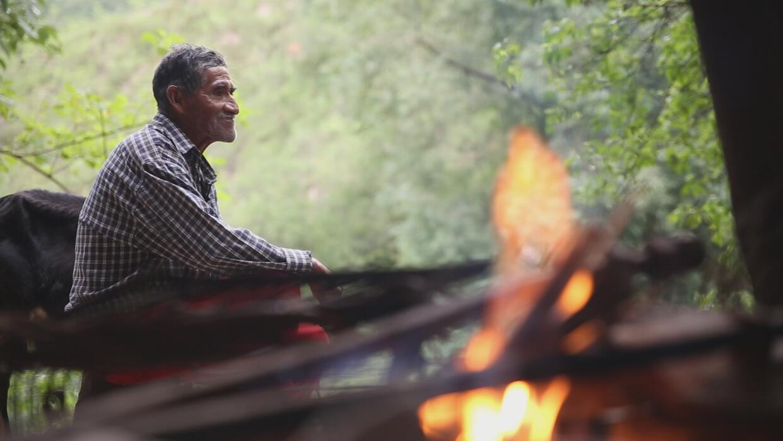 Cómo es la vida del 'hombre de las cavernas', quien lleva más de 40 años...