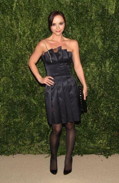 Christina Ricci se dejó fotografiar con este sensual vestido tableado ne...