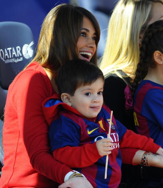 Messi y Antonella Roccuzzo con el pequeño Thiago