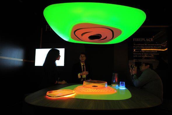 Cuenta con ajustadores de luz, diferentes colores, sensores para supervi...