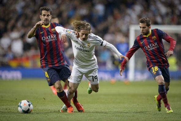 Modric (5): Fue absorbido por el centro del campo del Barcelona, que ape...