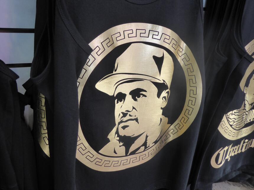 La playera de 'El Chapo' Guzmán es una de las más vendidas en el Santee...