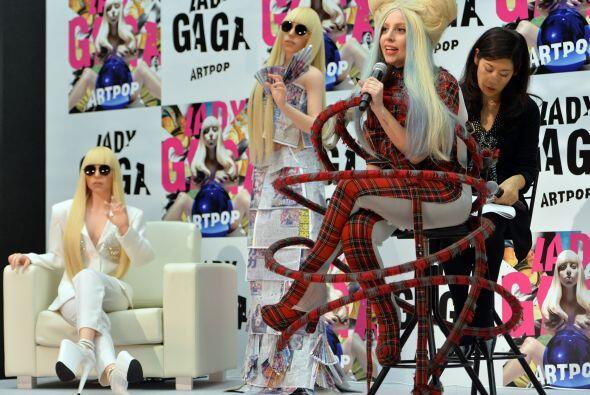 Para esta tremenda presentación, Gaga lució uno de sus exóticos atuendos...
