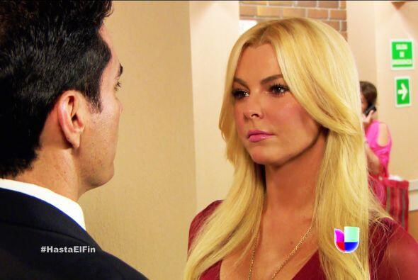 ¡Vamos Salvador! Dile a Sofía que Patricio y Silvana la están engañando.