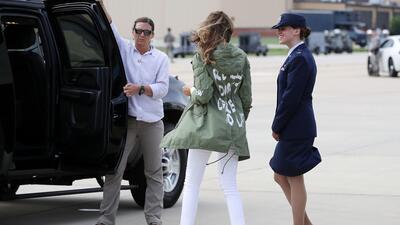 Ana Brenda y su chamarra que parece responder a Melania Trump