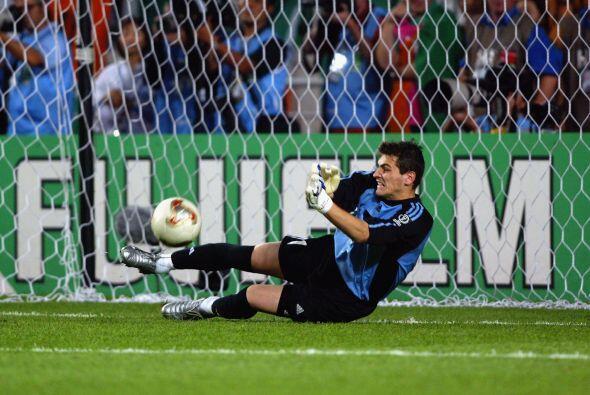 En caso de que el meta español ataje un penal en Brasil, se convertirá e...