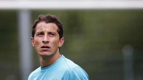Andrés Guardado calentando con PSV