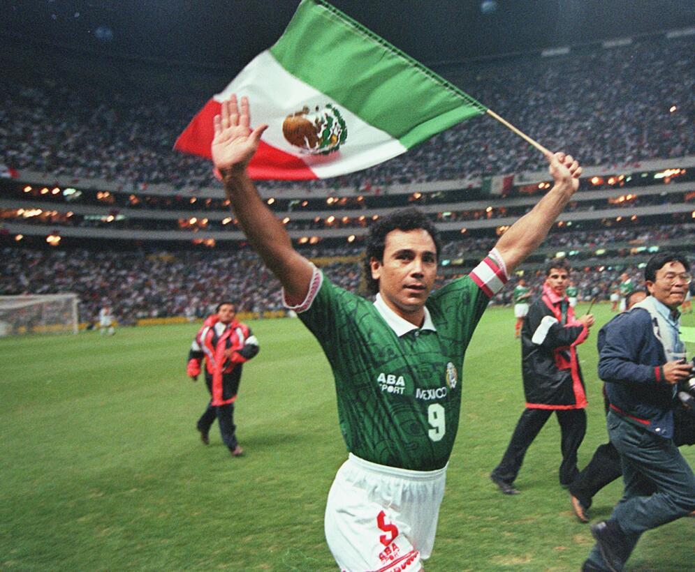 Hugo Sánchez (México) - 12 goles en 18 partidos durante tres eliminatori...