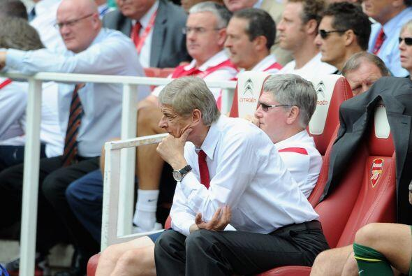 Wenger, DT del Arsenal, se mostró preocupado por el funcionamiento de su...