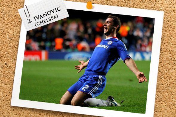 En la zaga, el serbio Branislav Ivanovic también se incorporó al frente...