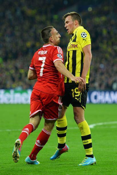 Ribery estuvo muy caliente todo el partido. En esta pelea con Groskreutz...