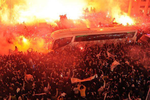 La afición del Real Madrid 'encendió' los linderos del San...