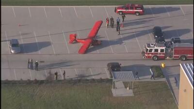 Aterrizaje de emergencia en un estacionamiento