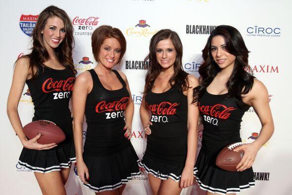 Altas, bajas... las chicas Coca Cola están listas para cualquier demanda.