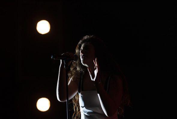 La joven cantante se llevó los aplausos de todos al interpretar algunos...