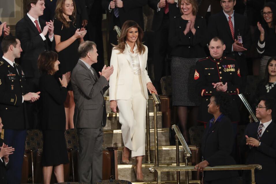 La primera dama de EEUU, Melania Trump, llega al lugar donde su esposo d...