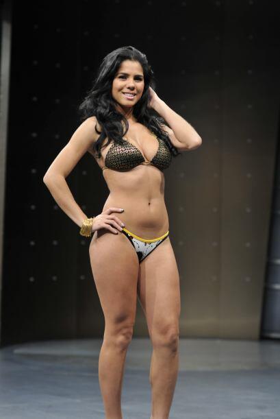 El reggaeton mueve a esta belleza latina.