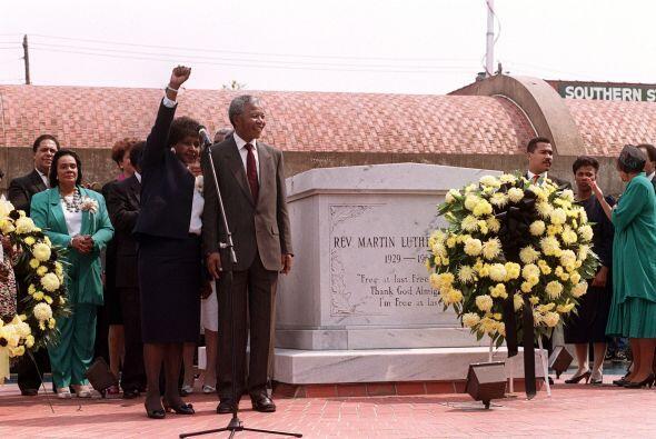 Su tumba se encuentra detrás de la iglesia Ebenezer, en Atlanta....