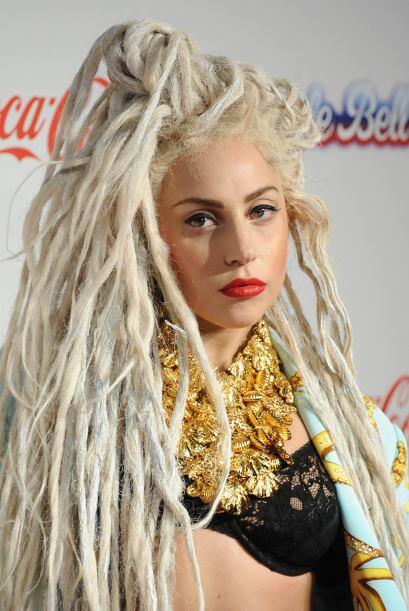 Ya que si de plano eres muy aventada, entonces arriésgate como Lady Gaga...