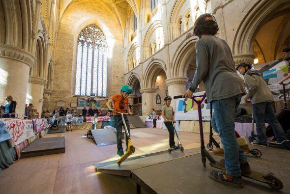 El 'skatepark' es el resultado de una colaboración entre la congregación...