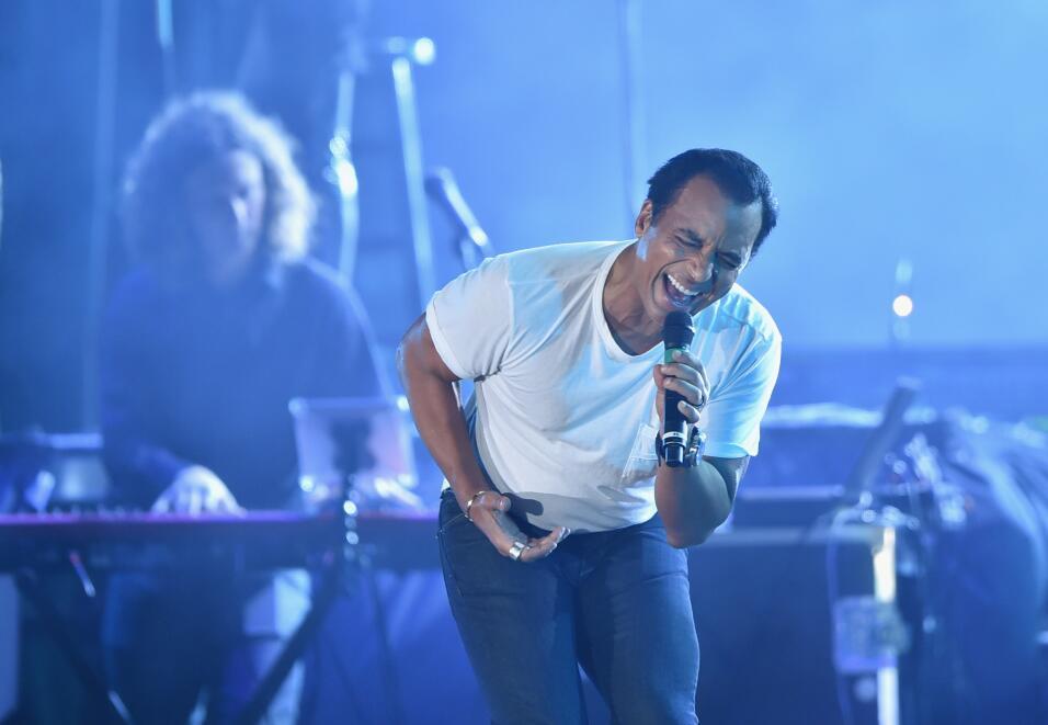 Jon Secada quiere llevarse el Latin GRAMMY a Mejor Álbum Tropical...