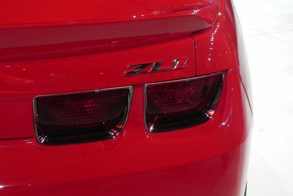 Las luces del Camaro ZL1 son de lujo y mantienen su estilo deportivo.