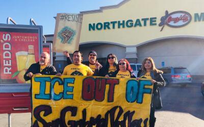 Activistas protestaron contra las inspecciones a empleadores de ICE en E...