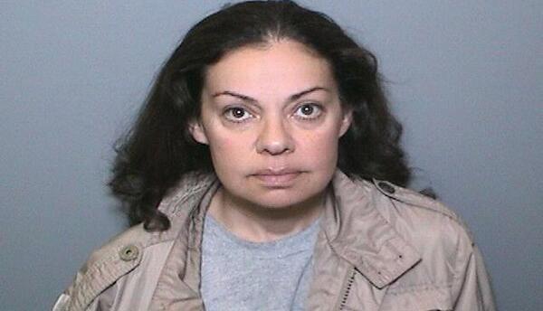 La maestra Nooshafarin Ravaghi fue arrestada por ayudar a los fugitivos