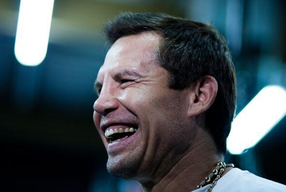 Julio César Chávez, el padre, ha estado siguiendo paso a paso la prepara...