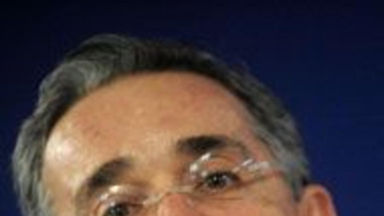 El presidente Alvaro Uribe está intranquilo por recuento de votos en ele...