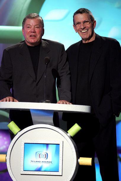 Leonard, aquí con William Shatner, ya había dejado de fumar hace unos 30...