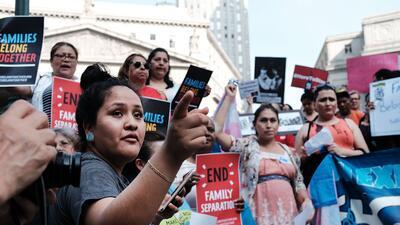 Inmigrantes durante una marcha en Nueva York para pedirle al gobierno de...