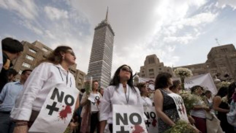 En distintas ciudades del país, miles de mexicanos marcharon a favor de...