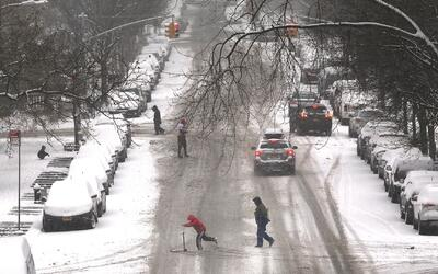 Trabajan a toda marcha para quitar la nieve en vías después de tormenta...
