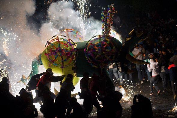 En la celebración los diferentes 'toritos' son exhibidos en un paseo por...