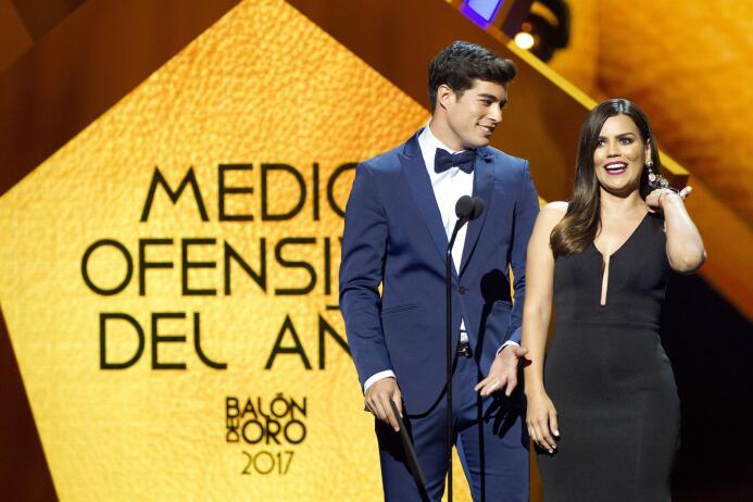 Ellos son los ganadores del Balón de Oro Danilo Carrera y Karina Banda C...