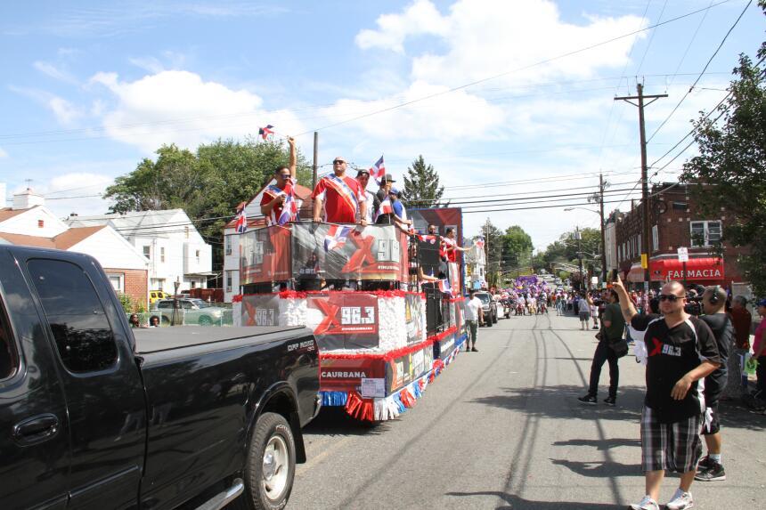 Celebra La X en el Desfile Dominicano en NJ IMG_1857.JPG