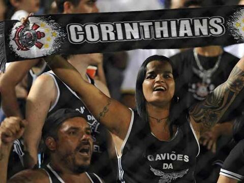 La afición del Corinthians se fue al estadio Defensores del Chaco...