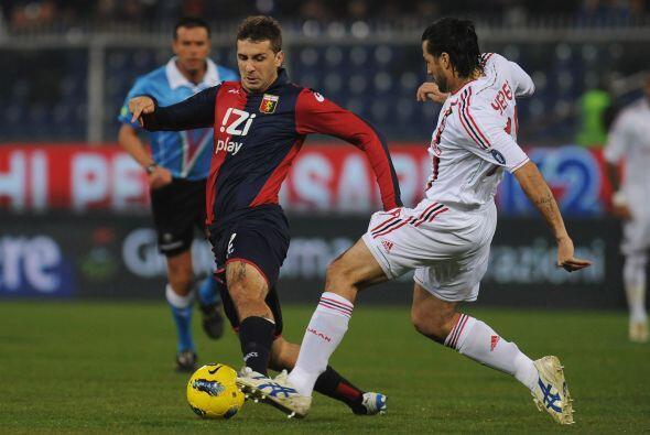 El Milan visito al Génova con la obligación de ganar para seguir en la p...