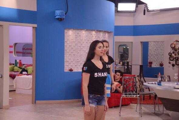 Shanik tiene experiencia en el canto, por ahí tiene un tema en inglés qu...