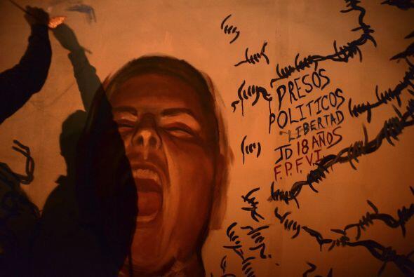 En noviembre de 2014, Espinosa se unió al grupo que se manifestó en las...