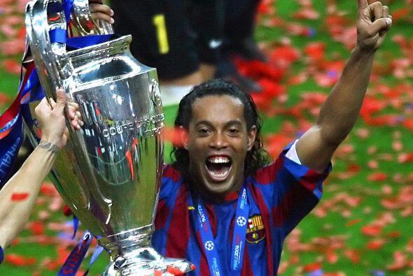 Estos dos últimos trofeos lo colocan en una pequeña lista de futbolistas...
