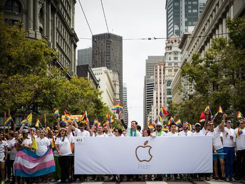 Cientos salieron a las calles de San Francisco para celebrar el Orgullo...