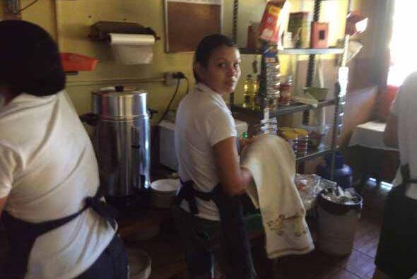 En el marco electoral los salvadoreños mantienen su ritmo de vida habitu...