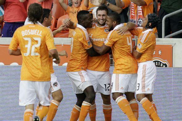 El Dynamo se llevó en casa el clásico texano en un duelo complicado.