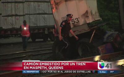 Camion embestido por un tren
