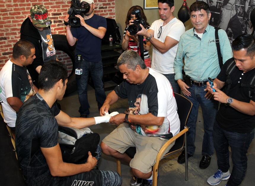 Gilberto 'Zurdo' Ramírez prepara cañones Ramirez media day_150616_004a.jpg