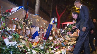 Barack Obama rinde tributo a las víctimas de París, en la sala de concie...