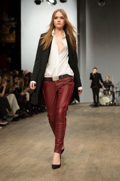 Combinar prendas en negro, rojo y blanco son un 'look' ideal'.No importa...